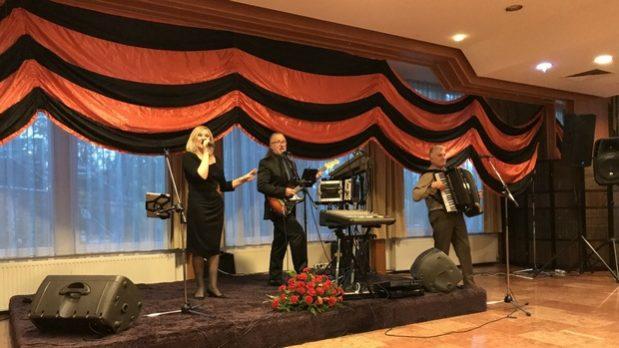 Песни военных лет на праздничном концерте в Хевизе